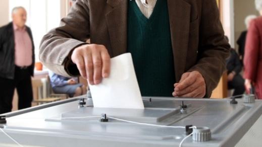 """الأحزاب السياسية تستبق الانتخابات بهزيمة مدوية على يد """"اللامنتمون"""" في الاستحقاقات المهنية"""