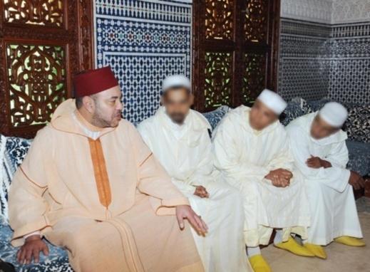 شاهد.. الملك محمد السادس يستقبل آباء وأسر الأطفال ضحايا دانيال