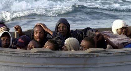 مهاجرون أفارقة يهددون برمي أولادهم في البحر إذا لم يسمح لهم دخول مليلية