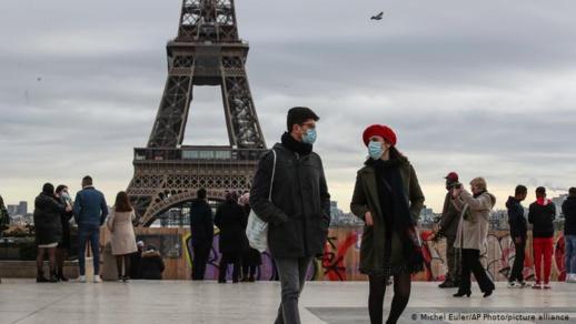فرنسا تفرض شروطا جديدة على السياح