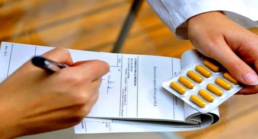 مرسوم قانون يلزم الأطباء بتحسين خطهم في كتابة وصفات الأدوية والعلاج