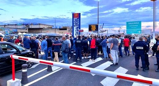 """فرنسا.. مغاربة يعيشون ليالي بيضاء بميناء """"سات"""" تزامنا مع عيد الأضحى"""