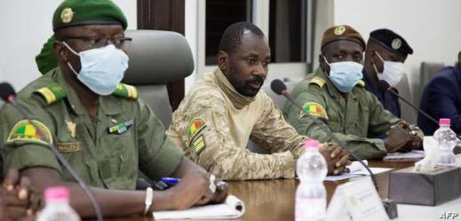 الرئيس المؤقت في مالي يتعرض لهجوم بالسكين أثناء صلاة العيد