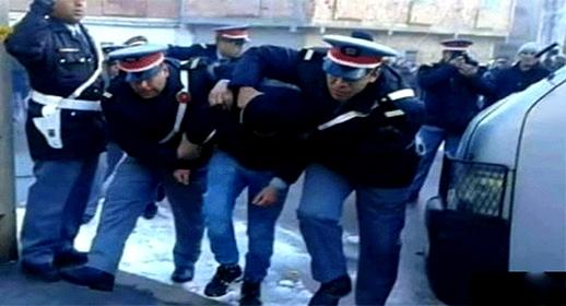 عناصر الدرك الملكي بالعروي تعتقل أفراد عصابة إجرامية نفذت عمليات سرقة باستعمال سلاح ناري