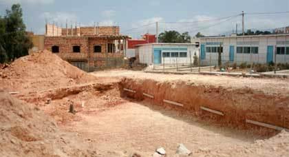 """تأخر بناء أقسام بمدرسة عَمْرو بن العاص """"المُهْتَرئة"""" بإِعَزّانَنْ يهدد موسم تلامذتها الدراسي"""