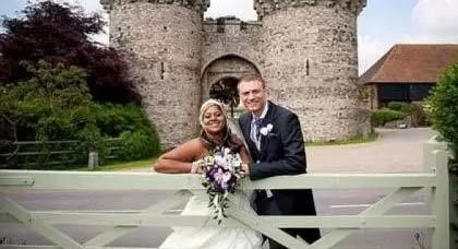 عروس تستأنف مراسم زفافها بعد وفاة والدها مع بداية الحفل