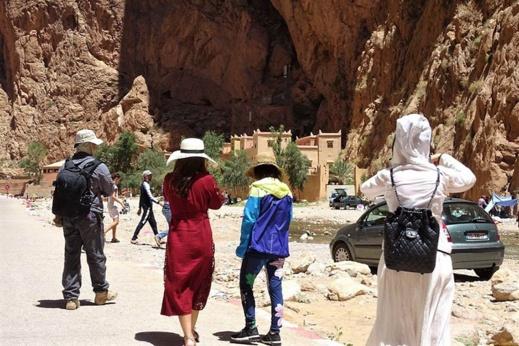 الإجراءات المشددة تربك عطلة أفراد الجالية المغربية وتحبط الانتعاش السياحي