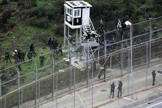 السلطات الناظورية تفشل محاولة تسلل 350 مهاجرا لمليلية المحتلة