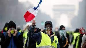 إحتجاجات حاشدة بفرنسا ضد ماكرون بسبب كورونا