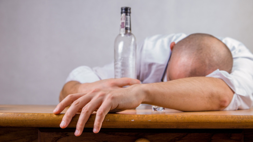 الكحول الطبية تودي بحياة شخص في دار الكبداني