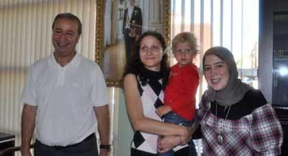 قنصل هولندا بالناظور يعيد طفلة هولندية مختطفة الى حضن أمها