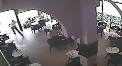 شاهدوا.. لص يسرق حاسوب محمول من مقهى بالدار البيضاء