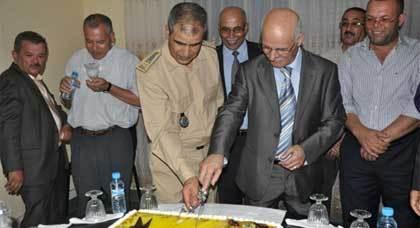 موظفو باشوية الناظور يحتفون ويودعون الباشا السابق أحمد اليعقوبي