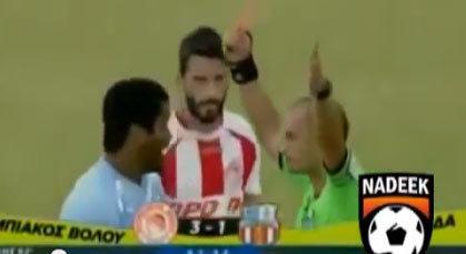 بالفيديو: أسرع حالة طرد .. وردة فعل مضحكة من اللاعب