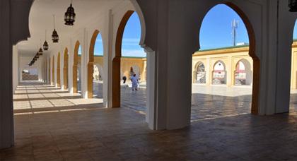 مندوب وزارة الأوقاف والشؤون الإسلامية يفتتح مسجد محمد السادس بفرخانة