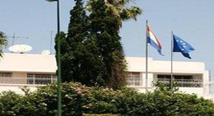 تصرفات مشينة وإستفزازات بالجملة يتعرض لها ناظوريون من طرف موظفين في القنصلية الهولندية بالرباط