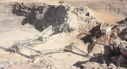 خطير : مقلع للأحجار بجماعة بني بويفرور ينذر بوقوع كارثة صحية