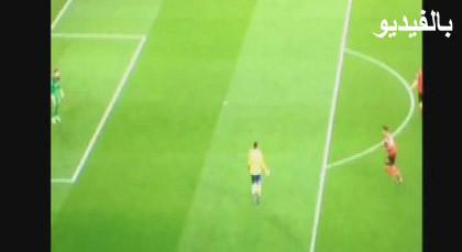 مهاجم أرسنال ظن أنه متسلل.. فترك الكرة وأضاع هدفاً