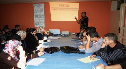 """الدكتور عبد الحكيم بيلال يحاضر حول """"الخبر الوراثي"""" لفائدة تلاميذ البكالوريا بأزغنغان"""