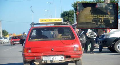 صورة اليوم: سيارة أجرة صغيرة تحمل أنبوبا لغاز البوتان.. دونما اكتراث من السائق