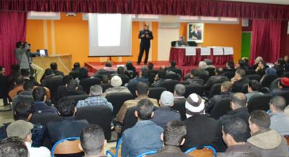 لجنة متابعة ملف النقل الحضري بالعروي في يوم دراسي حول ملف الطوبيس