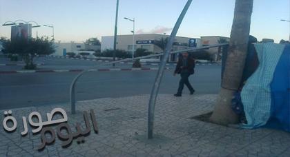 صورة اليوم : لوحة تشوير ميناء بني أنصار تتحول إلى مجرد قضبان معوجة