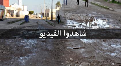"""مواطنون بحي """"شَعّالة"""" بالناظور يُشْهِرون ورقة الاحتجاج إذا لم يتم إصلاح الطرق والواد الحار"""