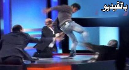 شاب لبناني يضرب أمه على الهواء ويهددها بالذبح