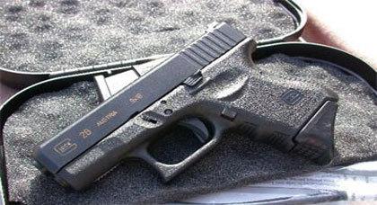 القبض على مهاجر متقاعد من الجديدة هَرّبَ مسدسا عبر الناظور