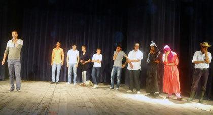 جمعية مولاي موحند للمسرح الأمازيغي تتألق من جديد بمدينتي مرتيل وطنجة