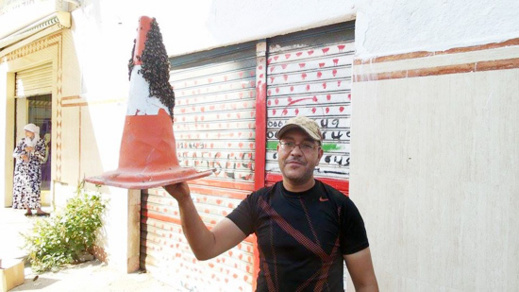 صورة اليوم : مواطن يصطاد سربا من النحل بطريقته الخاصة
