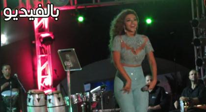 """مريام فارس تغني """"كع كع يا زبيدة"""" مرة أخرى برقص مثير في السعيدية"""