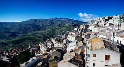 """بالصور: فرصة العمر.. اشتر منزلاً في إيطاليا بـ""""يورو"""" واحد"""