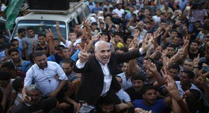 حماس تعلن الانتصار على العدوان الصهيوني والفلسطينيون يخرجون للاحتفال بالنصر