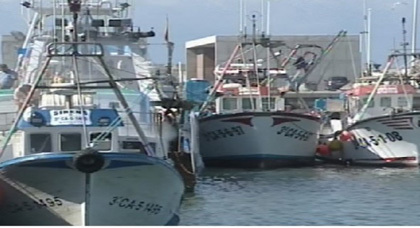 سفن مغربية تمنع إسبانيين من الصيد في المياه المغربية وصيادون إسبانيون يخافون من العودة