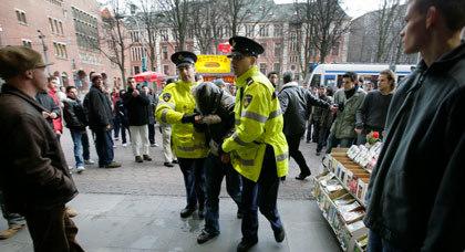 اعتقال مغربي في هولندا بشبهة الاعداد لهجوم ارهابي