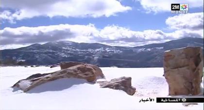 جبال الرّيف تلبس البياض بعد تساقط الثلوج وانقطاع المحاور الطرقية يٌصعِّب حياة السّاكنة