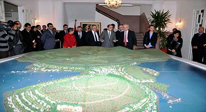 وفد من الغرفة العربية الأسياوية يزور موقع مارتشيكا وأمباركي يقدم عرضا حول مؤهلات الجهة