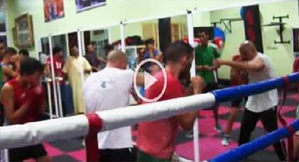 الملاكم الناظوري السابق والمدرب الدولي الحالي بفرنسا سلام لعبودي يجره الحنين إلى الناظور