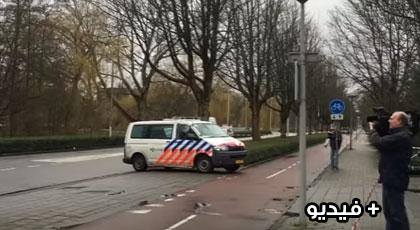 بالفيديو.. شخص يوجه طعنات قاتلة لسيدة مغربية داخل مدرسة إبتدائية وسط أمستردام