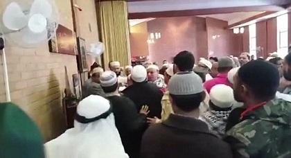محاضرة في مسجد بهولندا تنتهي بعراك بين مغاربة وسلفيين
