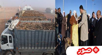 رئيس جهة الشرق يوزع 300 طن من الحطب واستياء من اقصاء ساكنة جبال الريف وايت توزين التي تعاني من البرد