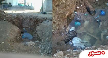 حفرة مشرعة وسط حي واد وزاج بمدينة العروي  تثير إستياء الساكنة