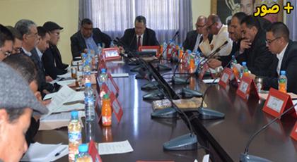 مجلس مدينة بن الطيب يعقد دورة فبراير ويصادق على إتفاقية شراكة لإنجاز قاعة مغطاة للقرب