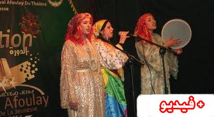 """مقاطع غنائية من فن """"إزران"""" تشد إنتباه ضيوف مهرجان أفولاي لمسرح الشباب"""