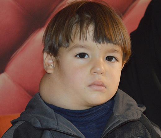 الطفل أحميان محمد محتاج لمساعدتكم من أجل استكمال علاجه من مرض السرطان