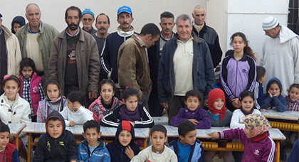 بالصور:جمعية إحدوثن بألمانيا توزع ملابس وأغطية على أطفال دوار احدوثن بأركمان