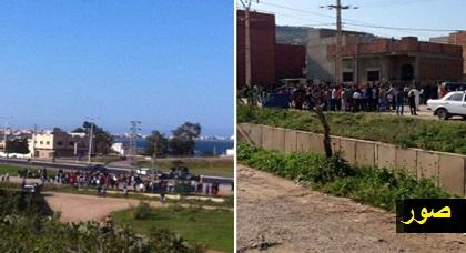 """ساكنة """"غاسي"""" تغلق الطريق المفضية إلى منطقتها احتجاجا على مجلس بلدية بني أنصار لهذا السبب"""