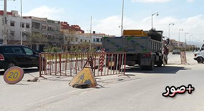 اصلاح حفرة وسط الشارع الرئيسي الرابط بين ازغنغان والناظور بعد عدة شهور من الإهمال