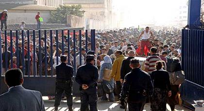 السلطات الإسبانية تعد خطة جديدة تضم فتح معبر خامس لضبط عبور المغاربة إلى مليلية